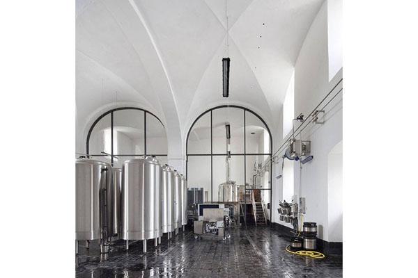 Pohled do haly kláštěrního pivovaru v Oseku
