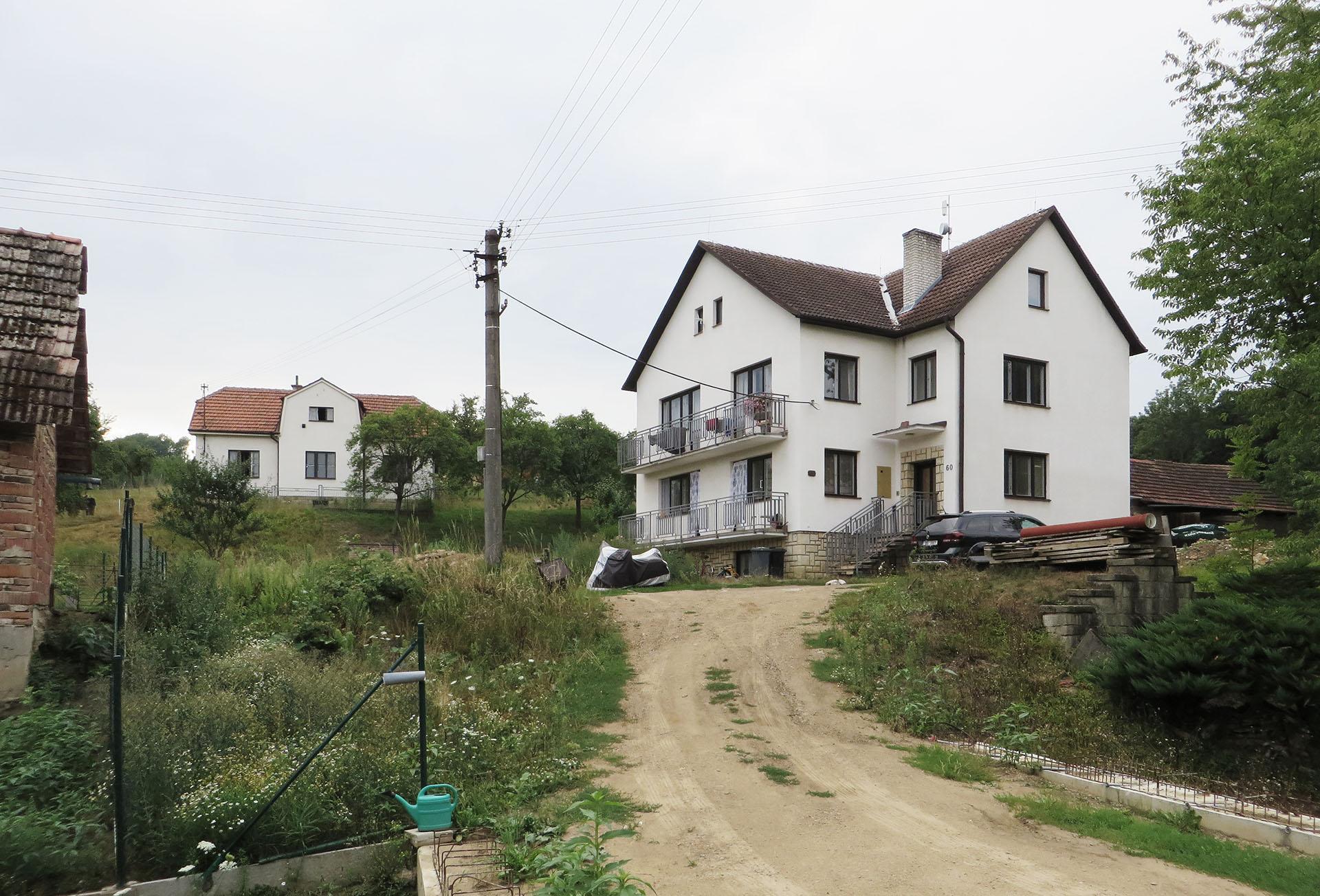 Stávající stav rodinného domu z přelomu 80. a 90. let 20. století