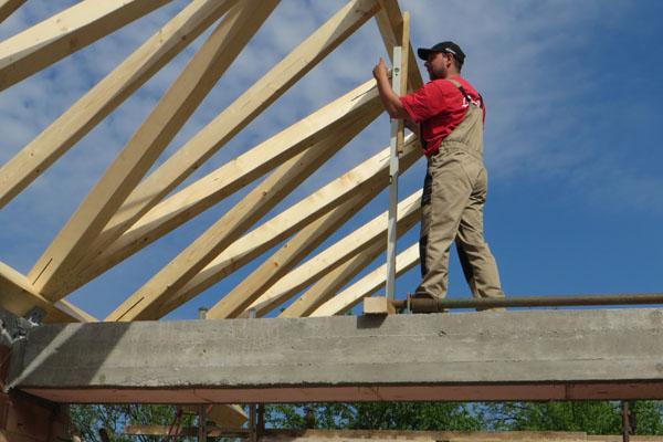 Realizace atypického krovu na nové búdě ve Vlčnově