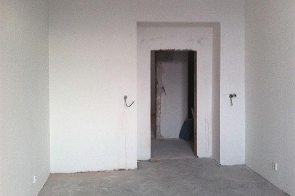 Rozestavěný interiér bytu v Argentinské ulici v Praze