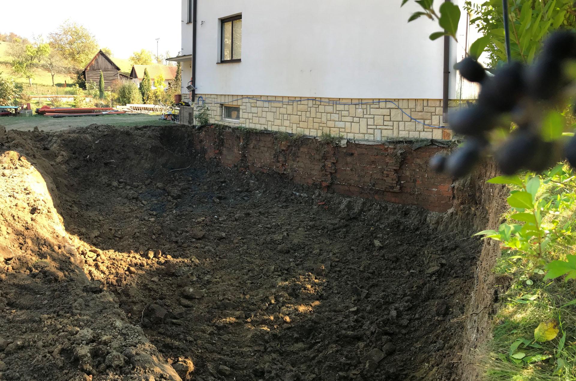 Výkopu pro suterén přístavby vily v Pozlovicích.