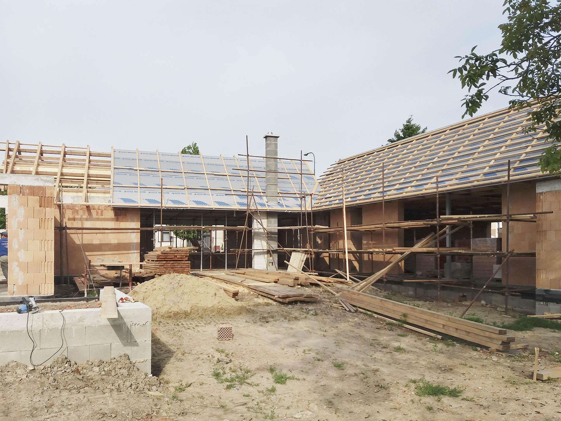 Konstrukce střech na domě ve Slavkově s laťováním a pojistnou hydroizolací